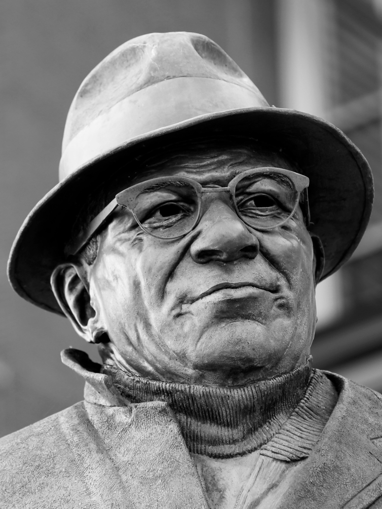 Bronze sculpture of Vince Lombardi by artist Julie Rotblatt-Amrany for Greenbay Packers